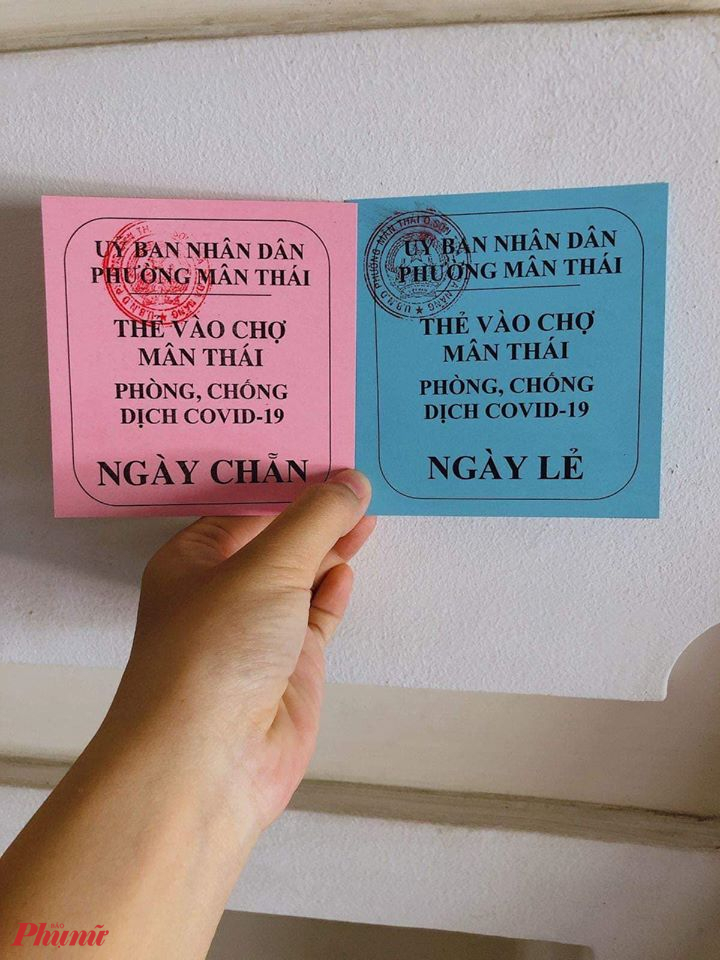 UBND phường Mân Thái, quận Sơn Trà đã in thẻ xanh/đỏ phát cho người dân đi chợ
