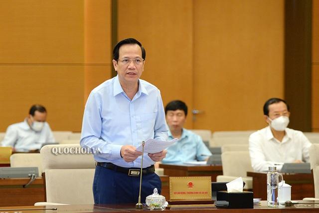 Bộ trưởng Đào Ngọc Dung báo cáo về Dự thảo Pháp lệnh.