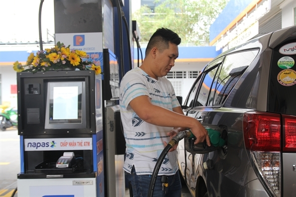 Giá xăng bán lẻ trong kỳ điểu chỉnh giá ngày mai (12/8) có thể sẽ đứng yên hoặc giảm nhẹ theo xu huớng giá xăng, dầu thế giới. Ảnh: Quốc Thái