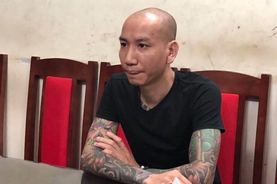 Phú Lê tại cơ quan Công an.
