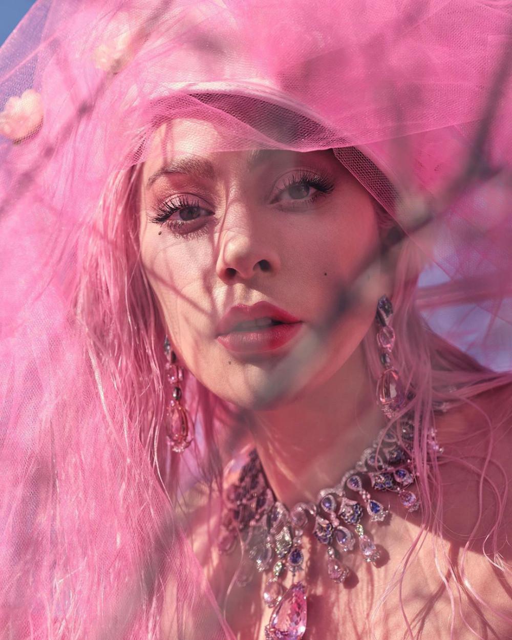 Một trong những hình ảnh xinh đẹp của Lady Gaga được thực hiện để giới thiệu sản phẩm âm nhạc.