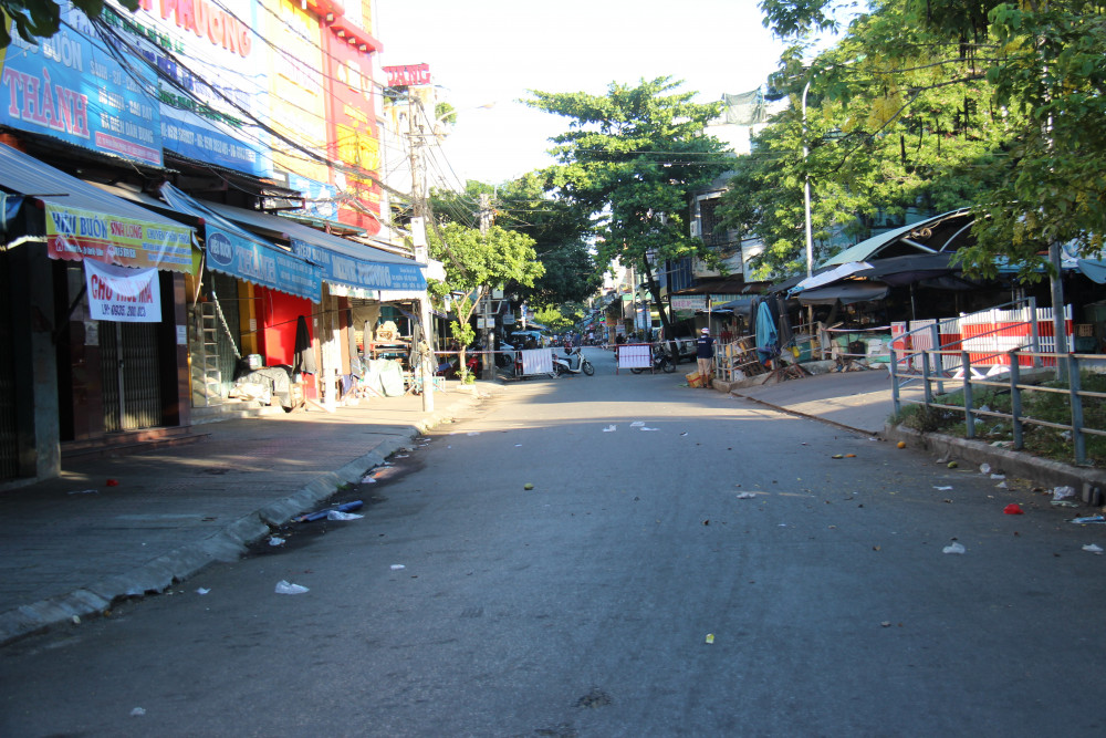 Ca bệnh số 859 (mẹ bệnh nhân 841) là tiểu thương buôn bán ở chợ Vườn Lài, TP. Tam Kỳ đã tiếp xúc với rất nhiều người