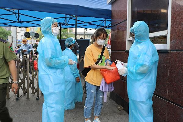 Bệnh viện Bạch Mai triển khai nhiều biện pháp phòng dịch.