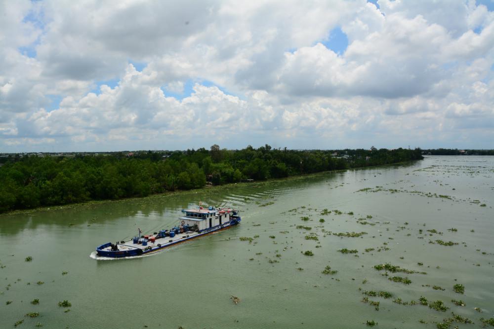 Đây là Kênh nước mặn dài gần 1km, Pháp đào để thông hai đầu của sông Vàm Cỏ và sông Cần Guộc.