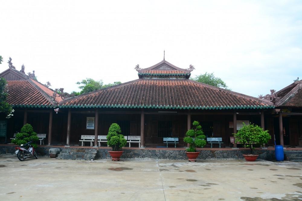 Chùa Tôn Thạnh, nơi cụ Đồ Chiểu ở và viết bài Lục Vân Tiên và Văn Tế Nghĩa Sĩ Cần Giuộc.