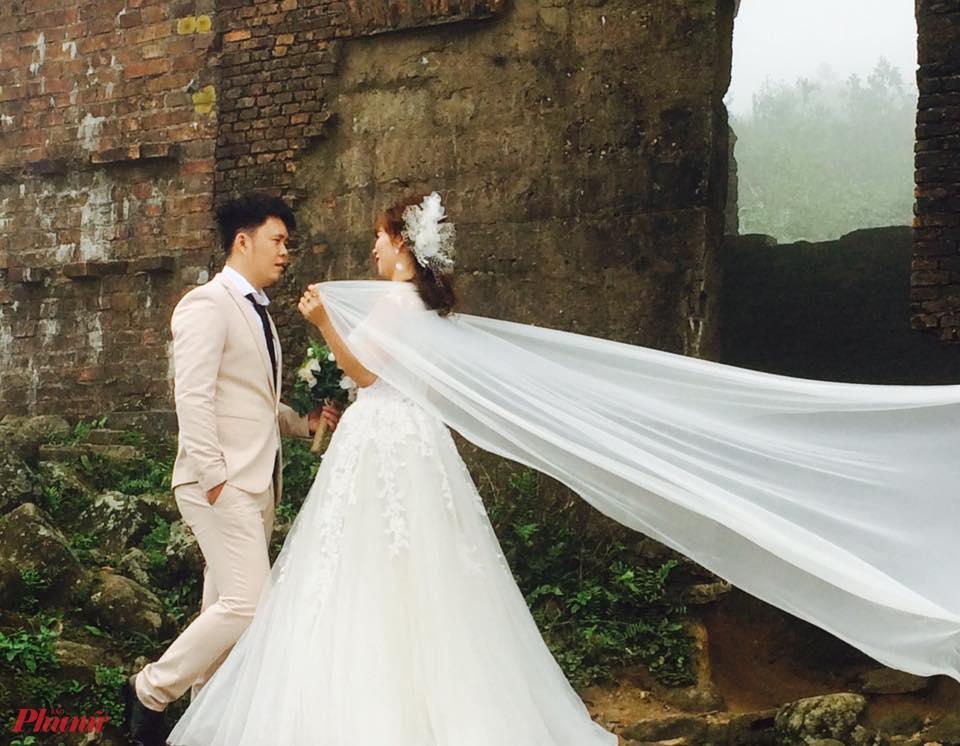 Chụp ảnh cưới bên những cổng thành cổ