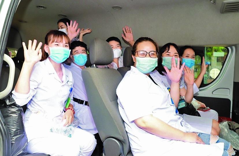 Các bác sĩ, điều dưỡng của Hải Phòng  lên đường hỗ trợ cho TP.Đà Nẵng  - Ảnh: Lê Minh Thắng - An ninh Thủ đô