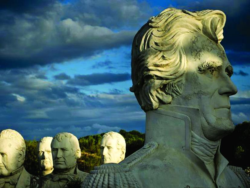 Hiện 43 bức tượng tại vùng Croaker, thuộc trang trại gia đình Hankins, luôn được rất nhiều du khách tìm đến tham quan vào mỗi cuối tuần