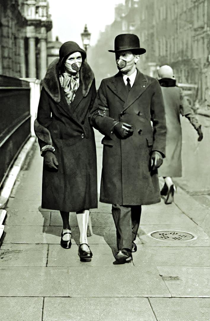 Một cặp đôi với phụ kiện là khẩu trang  vào năm 1918