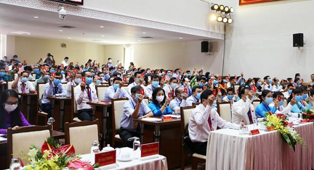 Các đại biểu biểu quyết tại đại hội