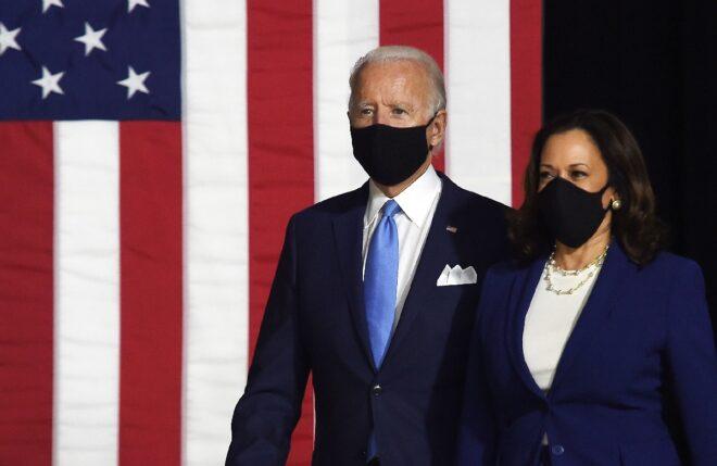 ƯCV tổng thống Joe Biden và ƯCV phó tổng thống Kamala Harris của Đảng Dân chủ lần đầu tiên cùng xuất hiện hôm 12/8 - Ảnh: AFP