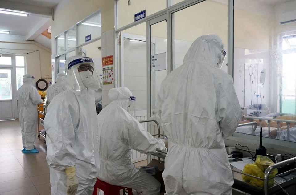 Bác sĩ điều trị COVID-19 tại Bệnh viện Phổi Đà Nẵng