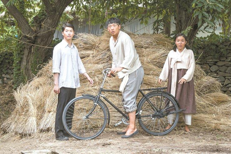 Ông hoàng đường đua: Um Bok Dong là cú ngã đau của Bi Rain.