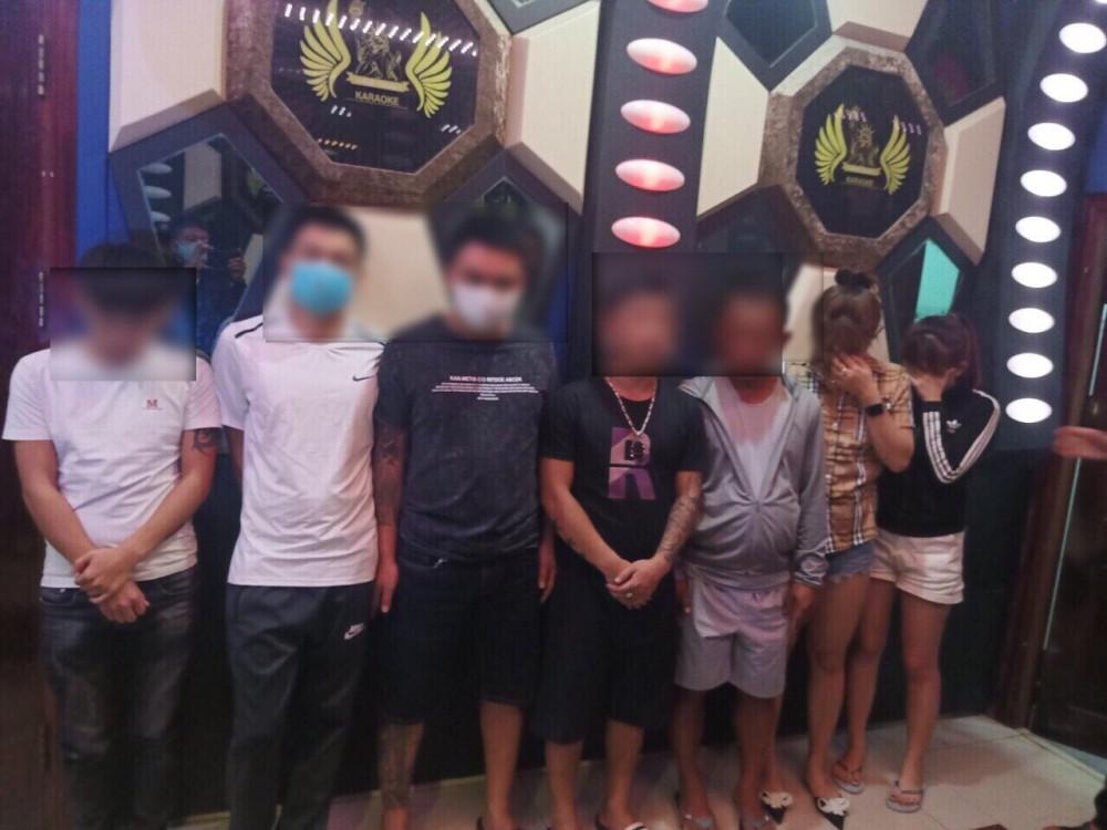 Bắt quả tang nhóm thanh niên nam, nữ sử dụng ma túy trong quán karaoke