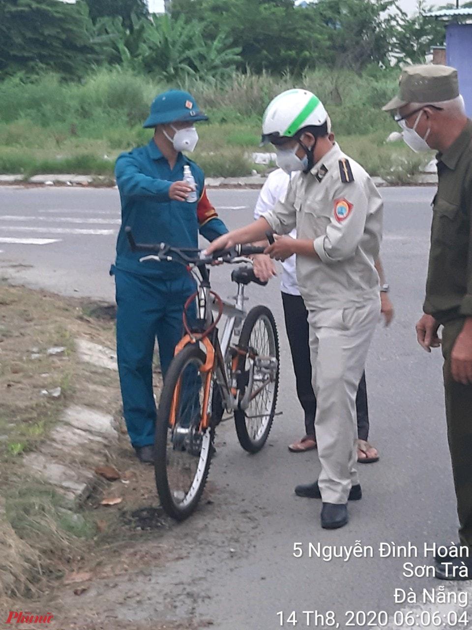 Thành phố Đà Nẵng tăng cường xử phạt những người ra đường không có lý do chính đáng