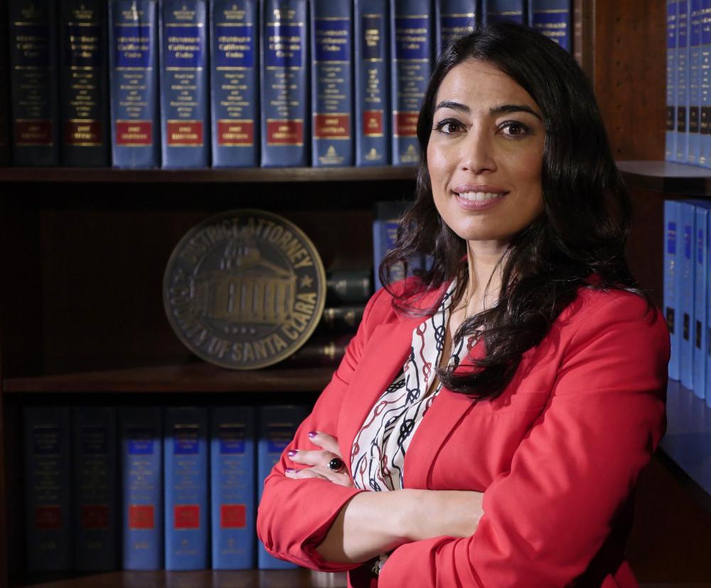 Nữ công tố viên Alaleh Kianerci