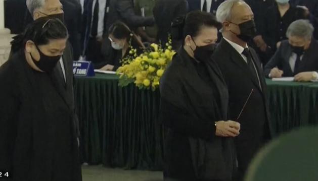 Đoàn Quốc hội do Chủ tịch Quốc hội Nguyễn Thị Kim Ngân làm trưởng đoàn vào viếng