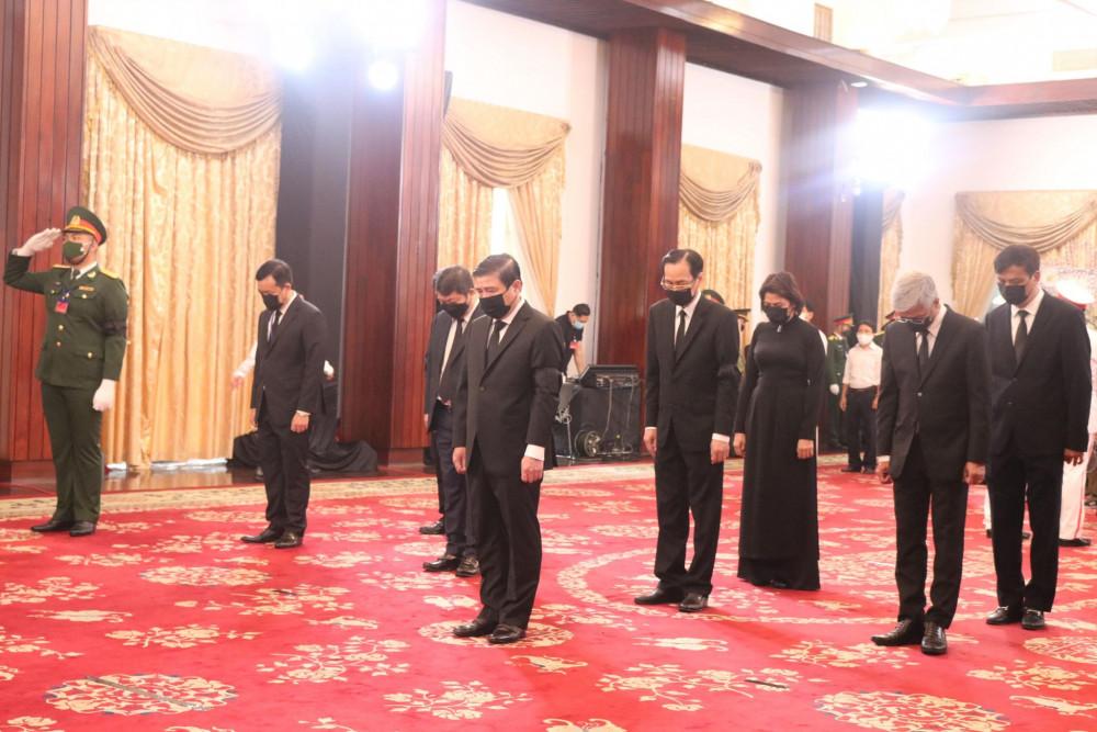 Đoàn UBND TPHCM do Chủ tịch UBND TPHCM dẫn đầu viếng nguyên Tổng Bí thư Lê Khả Phiêu