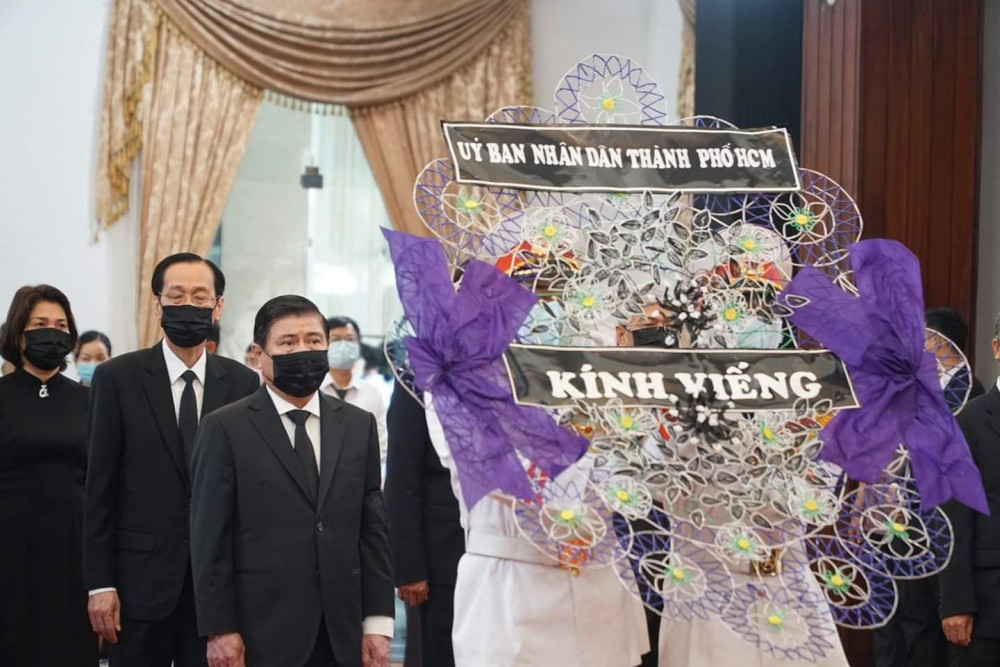 Chủ tịch UBND TPHCM Nguyễn Thành Phong viếng nguyên Tổng Bí thư Lê Khả Phiêu