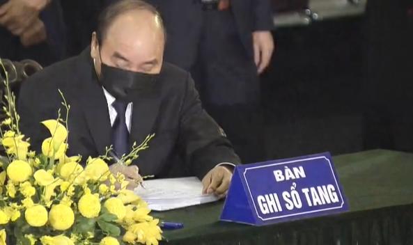 Thủ tướng Nguyễn Xuân Phúc viết sổ tang tiễn biệt nguyên Tổng bí thư Lê Khả Phiêu