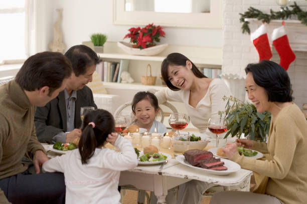 Những cuộc họp mặt gia đình góp phần không nhỏ trong việc chấn chỉnh và giữ gìn hạnh phúc của mỗi gia đình (ảnh minh hoạ)