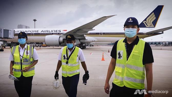Các đội bảo trì máy bay hoạt động liên tục