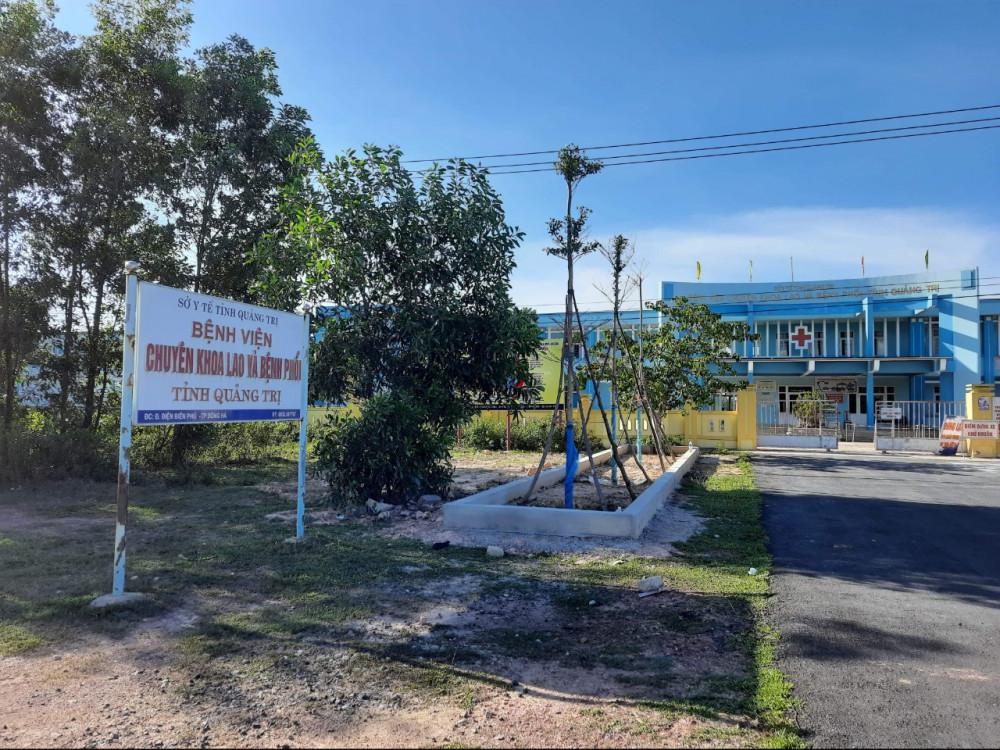 Hiện tại Bệnh viện chuyên khoa Lao và bệnh Phổi tỉnh Quảng Trị đang điều trị 4 BN nhiễm COVID-19
