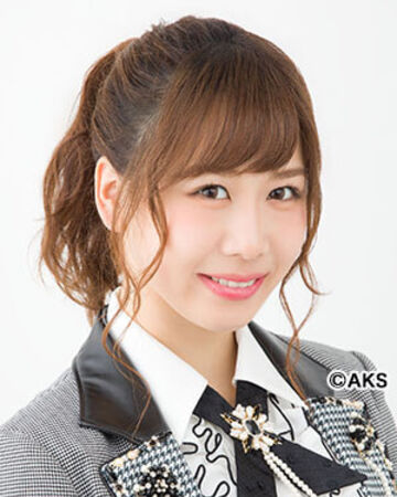 Shizuka là thành viên của nhóm nhạc AKB48