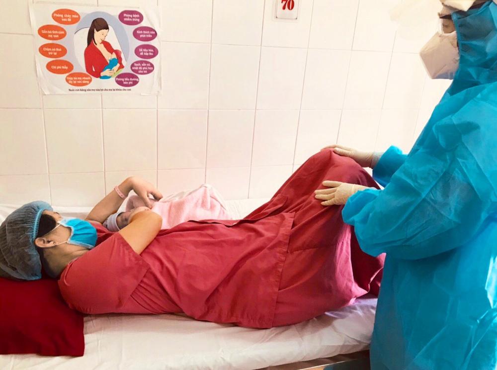 Sản phụ Hoàng Thị Mai H. trở về từ TPHCM được xét nghiệm với kết quả âm tính sau khi sinh con