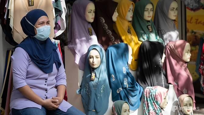 Người dân Malaysia đeo khẩu trang để phòng chống dịch bệnh
