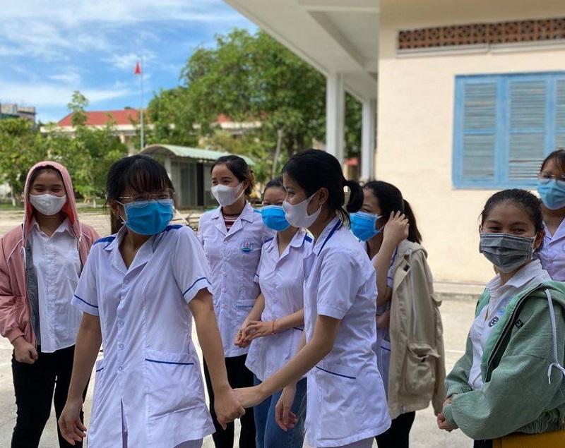 Sinh viên trường cao đẳng y tế Đặng thùy Trâm trong ngày lên đường vào các khu cách ly