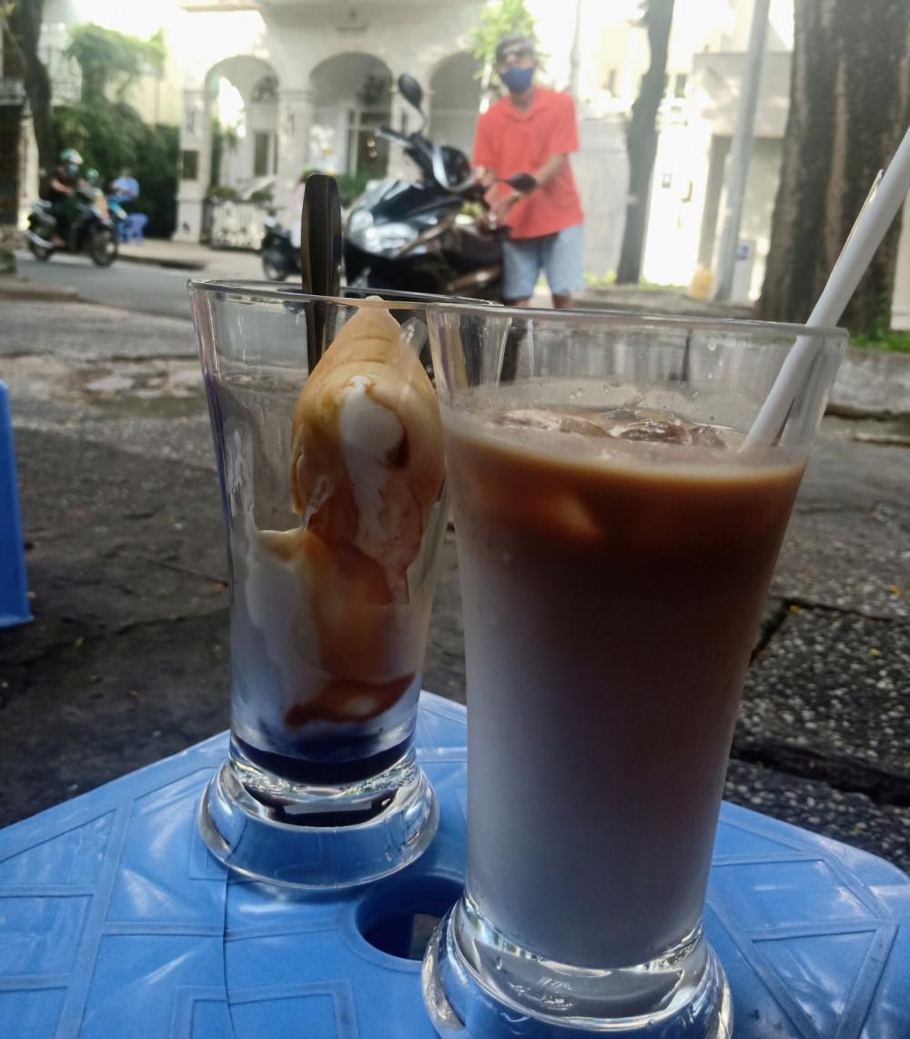 Sữa tươi cà phê, yaourt cà phê, một chút ngọt nhẹ và thanh mát cùng với hương cà phê thơm lừng, có thể sẽ làm bạn nghiện hương vị này mất.