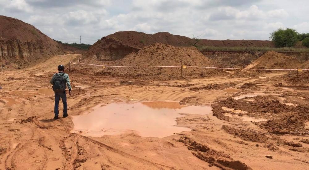 Khu đất bị khai thác đất mặt trái phép rộng khoảng 2ha