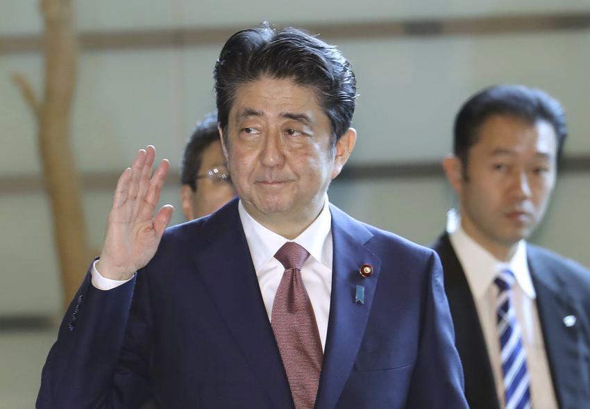 Thủ tướng Shinzo Abe nhập viện trước những đồn đoán về sức khỏe.