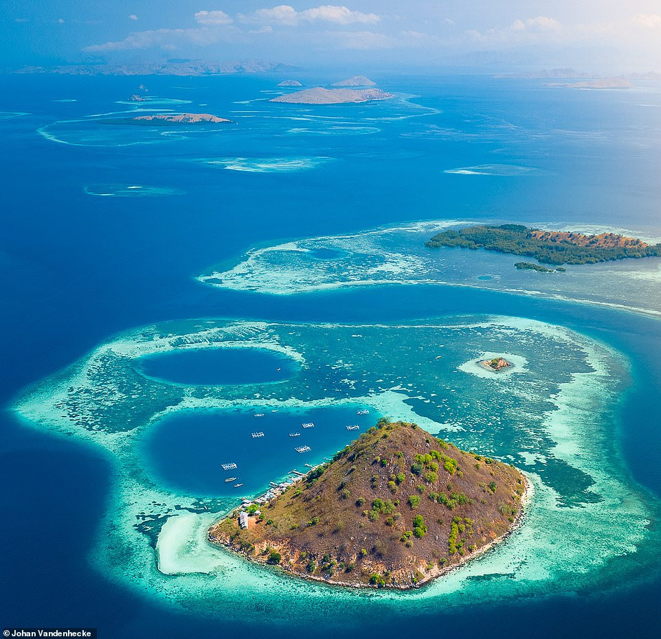 Bức ảnh của Johan chụp những hòn đảo đẹp mê hồn của Vườn quốc gia Komodo, nơi được anh mô tả là 'thiên đường trên trái đất'