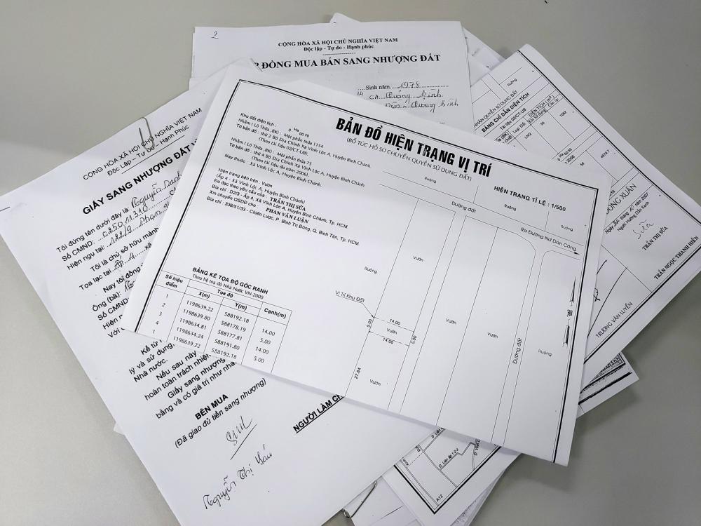 Các giấy tờ do bà Sáu cung cấp thể hiện bà đang là chủ sở hữu hai phần đất thuộc thửa đất 1154, tờ bản đồ số 2, ấp 4, xã Vĩnh Lộc A