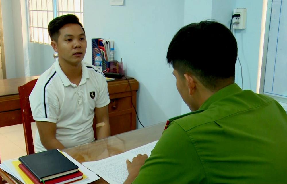 Dương Nguyễn Hoàng Vũ tại cơ quan công an