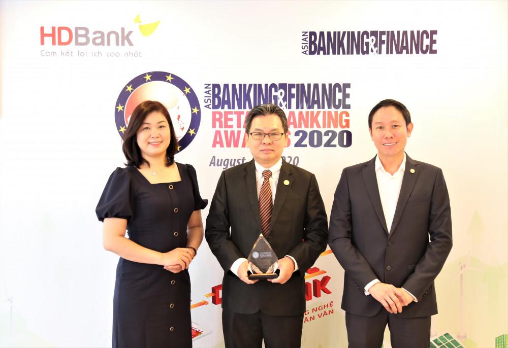 HDBank lần thứ 2 liên tiếp nhận giải thưởng từ tổ chức Asian Banking & Finance. Ảnh: HDBank cung cấp