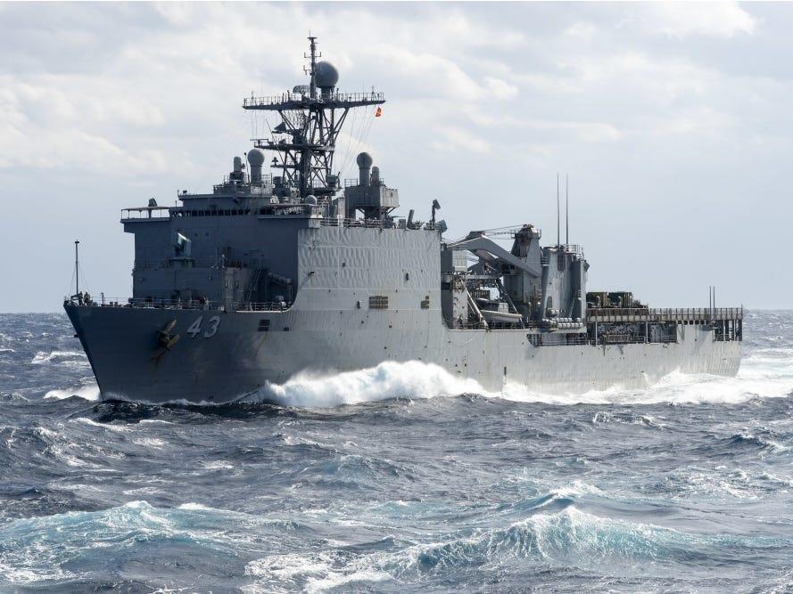 Tháng 3/2019, USS Fort McHenry, tàu đổ bộ của Hải quân Hoa Kỳ, đã từng bị cách ly 112 ngày ngoài khơi sau khi 25 lính thủy đánh bộ trên tàu mắc bệnh với triệu chứng tương tự bệnh quai bị - Ảnh: U.S. Navy