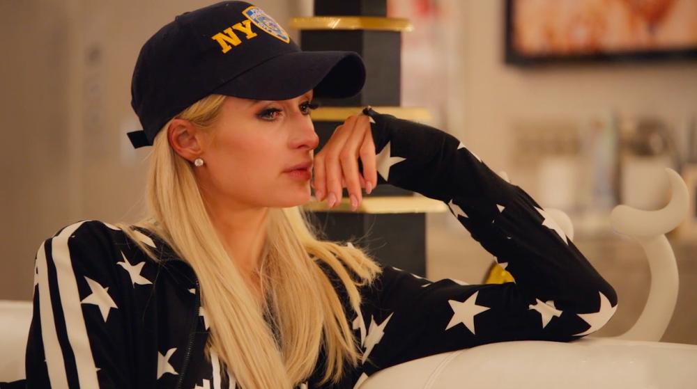Paris Hilton khóc khi tâm sự về những gì cô đã trải qua trong quá khứ