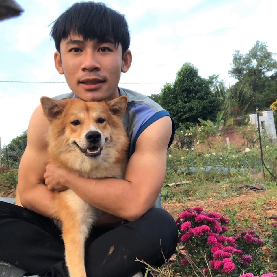 Chú chó nhỏ chào đón anh trở về sau một ngày làm việc vất vả(Ảnh nhân vật cung cấp)