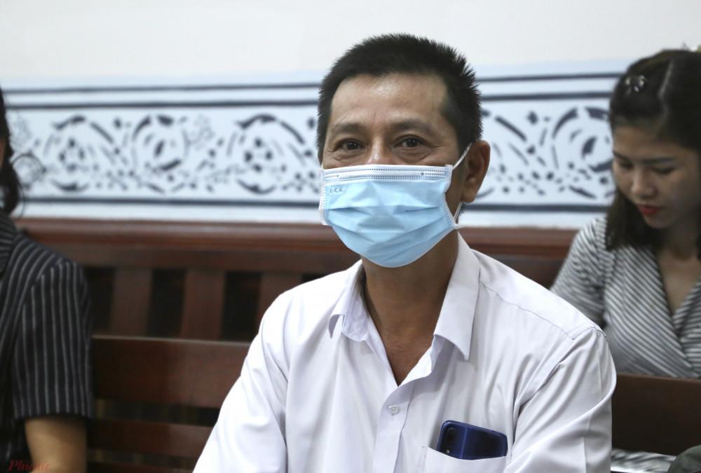 Nhà thơ Trương Minh Nhật tại phiên xét xử sơ thẩm vụ bài thơ Gánh mẹ, sáng 18/8 tại TAND TPHCM.