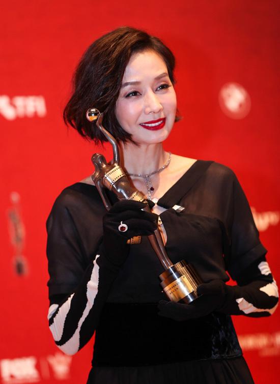 Mao Thuấn Quân nhận giải Ảnh hậu Kim Tượng năm 2018
