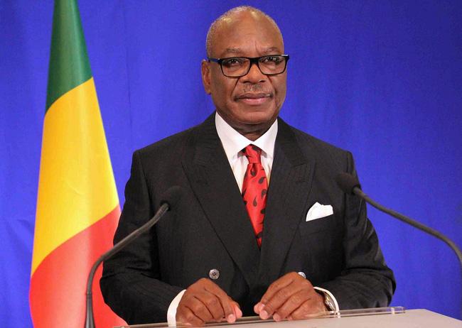 Tổng thống Ibrahim Boubacar Keita tuyên bố từ chức.