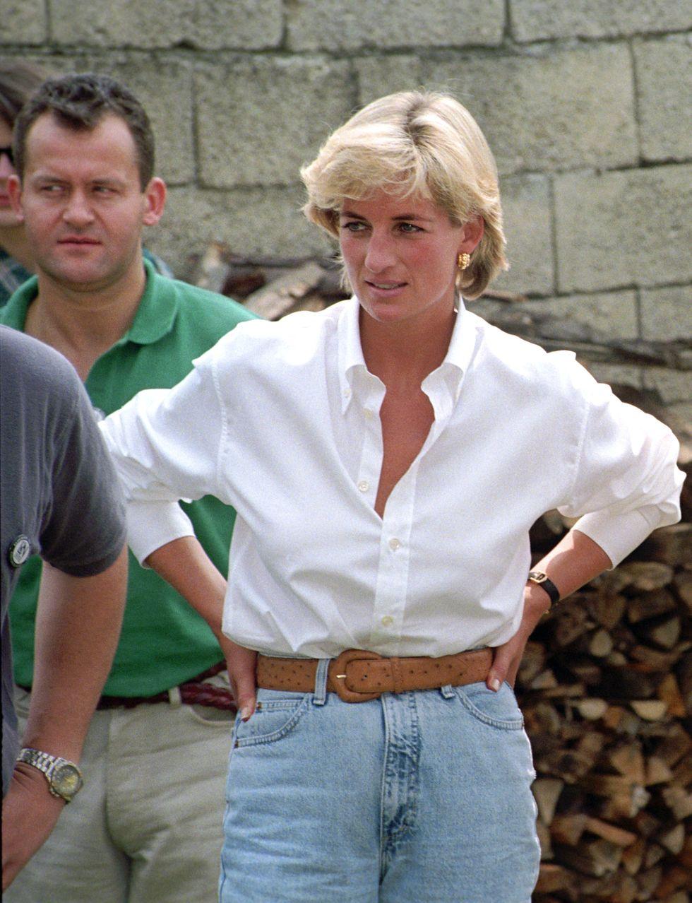Cố công nương Công nương Diana, 1997 Quần jean luôn là một ý tưởng hay. Ngay cả Di phu nhân cũng nghĩ như vậy. Cô là thành viên hoàng gia đầu tiên được chụp ảnh trong trang phục denim.