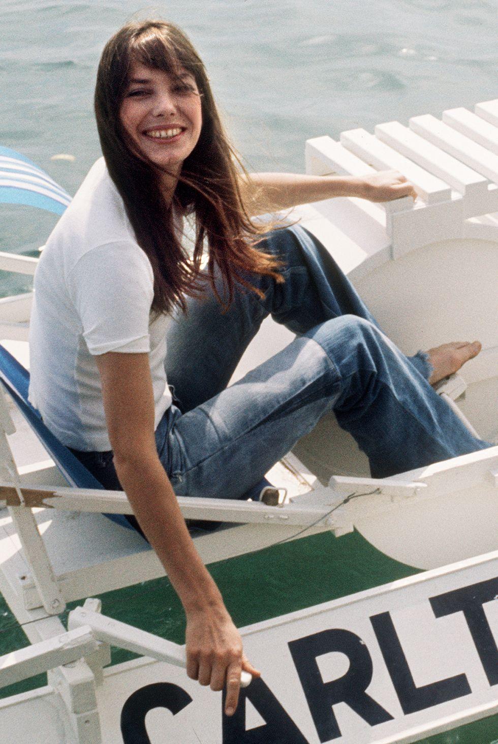 Jane Birkin, 1974 Chỉ Jane trông thướt tha trong chiếc quần jean và áo phông trong Liên hoan phim Quốc tế Cannes lần thứ 28.