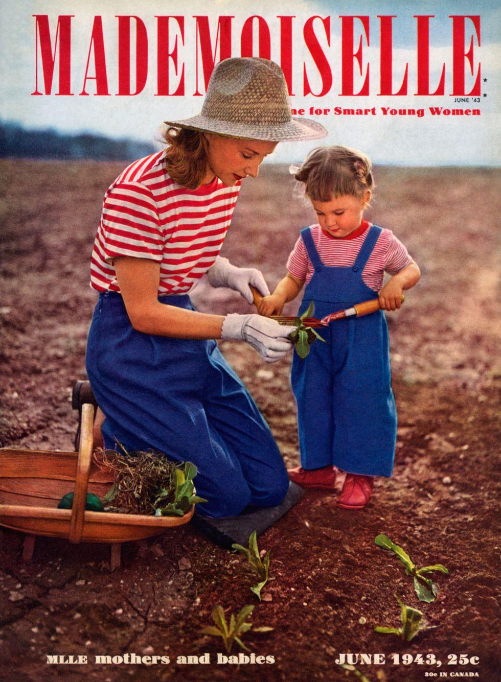 Bìa Mademoiselle, 1943 Quần jean - đủ bền để đi trong bụi bẩn, nhưng vẫn trông sang trọng - tạo vẻ duyên dáng cho trang bìa tạp chí Mademoiselle trong khoảnh khắc đáng yêu của mẹ và con.