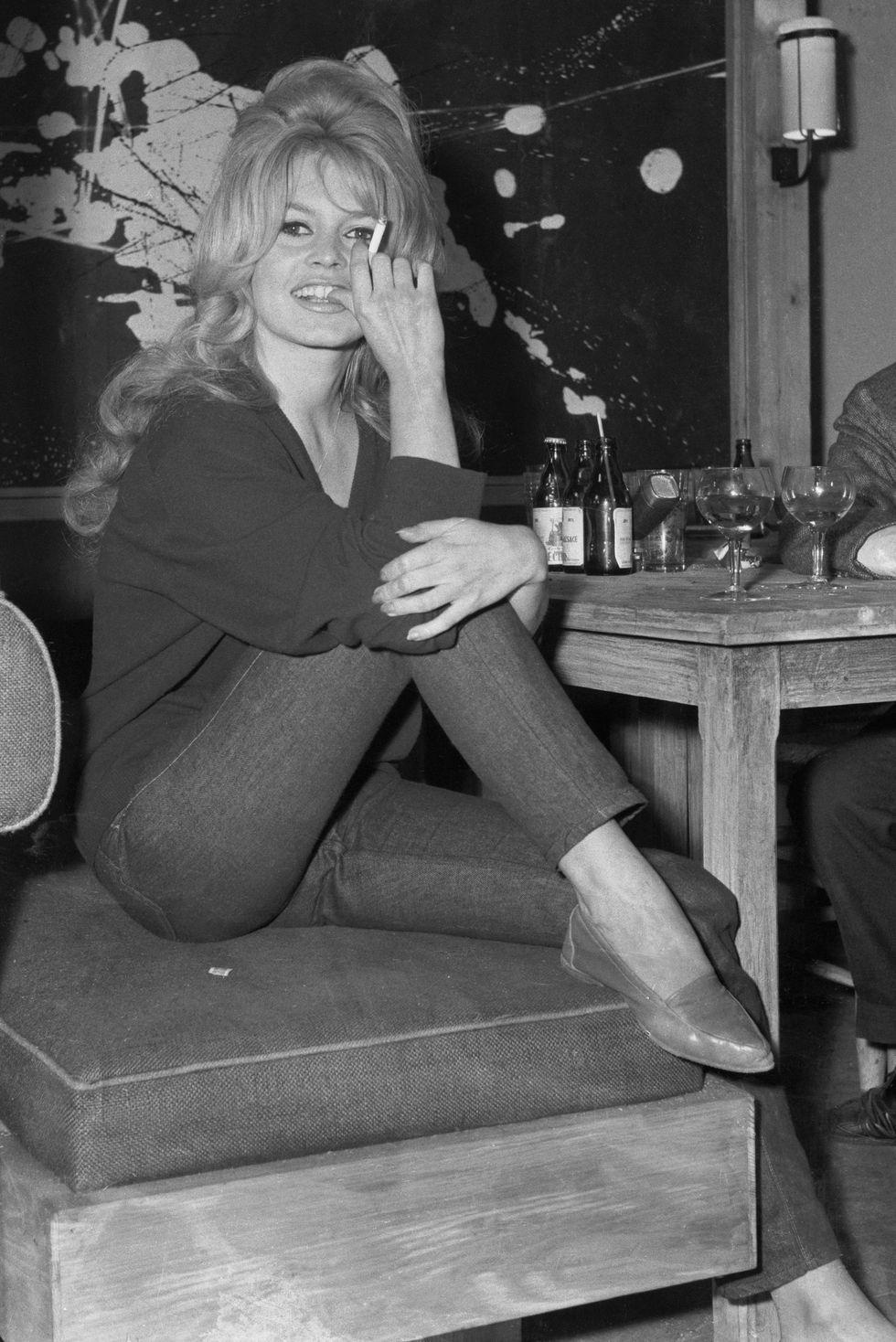 Bridget Bardot, 1960 Bardot diện một chiếc quần skinny jeans hiện đại theo phong cách retro trên phim trường La Verite . Sẽ mặc hôm nay.