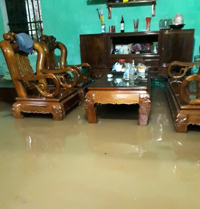 Nhà dân bị ngập gây thiệt hại về tài sản.