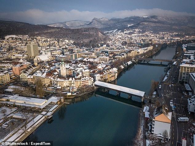 Thị trấn Olten nép mình trong dãy núi Alps, cách khoảng 60km về phía tây thành phố lớn Zurich.
